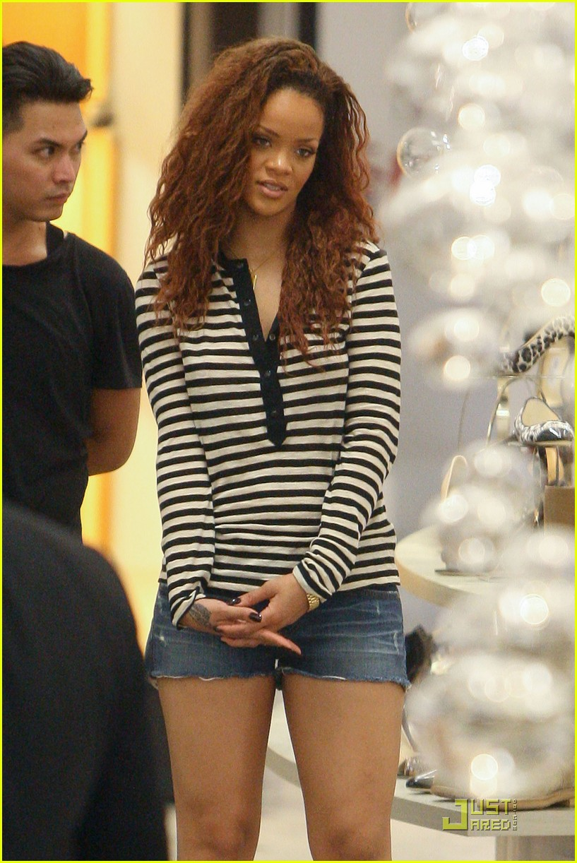 rihanna saks fifth avenue shopper 06