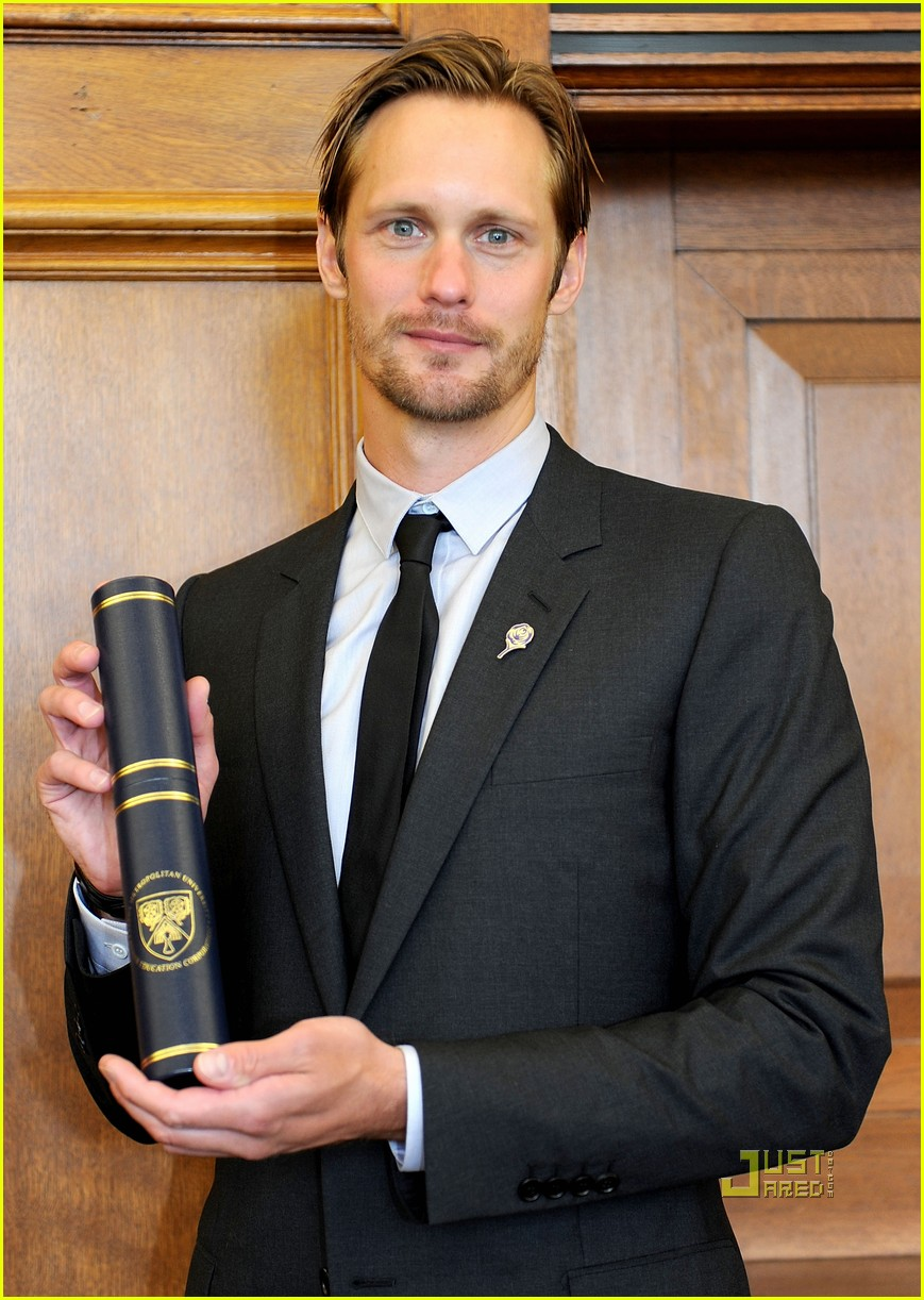 alexander skarsgard graduation honorary degree leeds 01