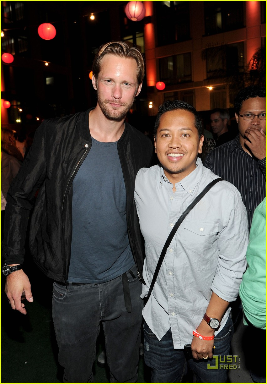 alexander skarsgard summit comic con party with ryan kwanten 012562827