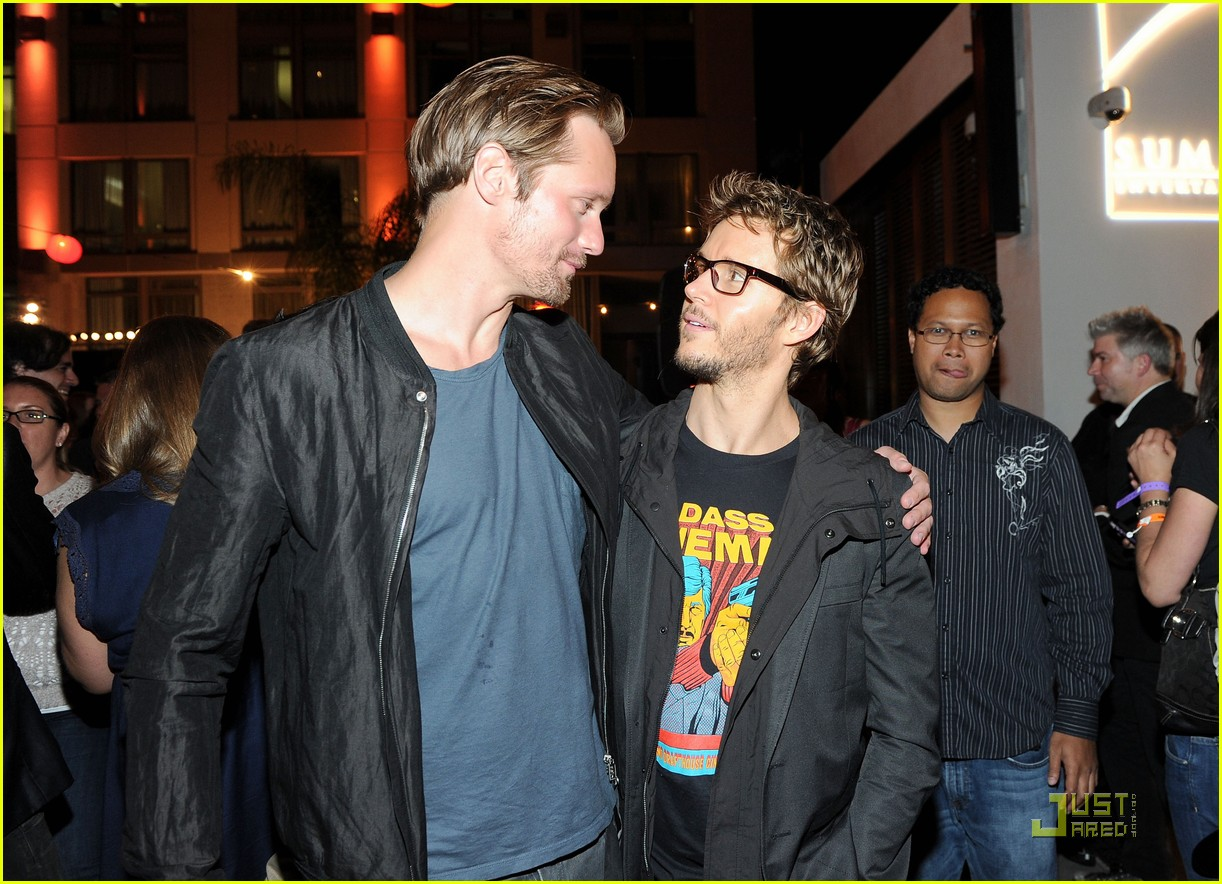 alexander skarsgard summit comic con party with ryan kwanten 072562833