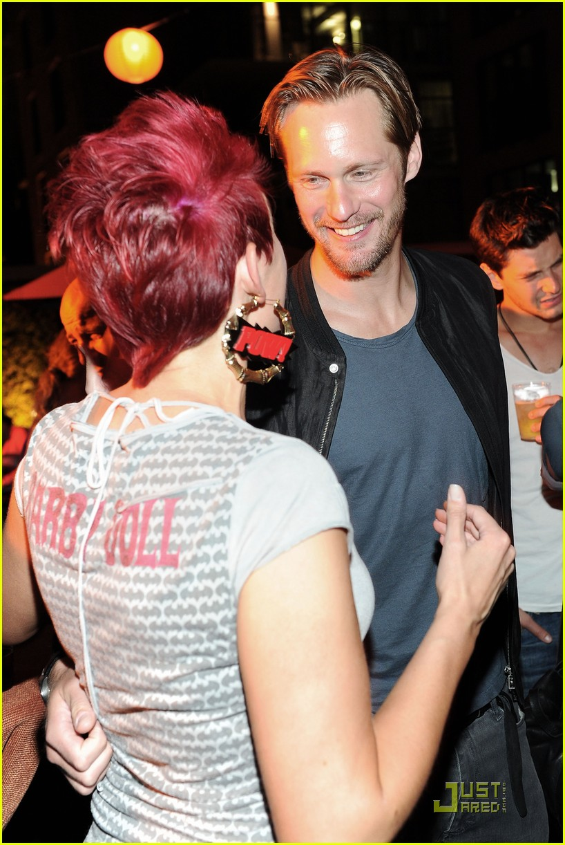 alexander skarsgard summit comic con party with ryan kwanten 11