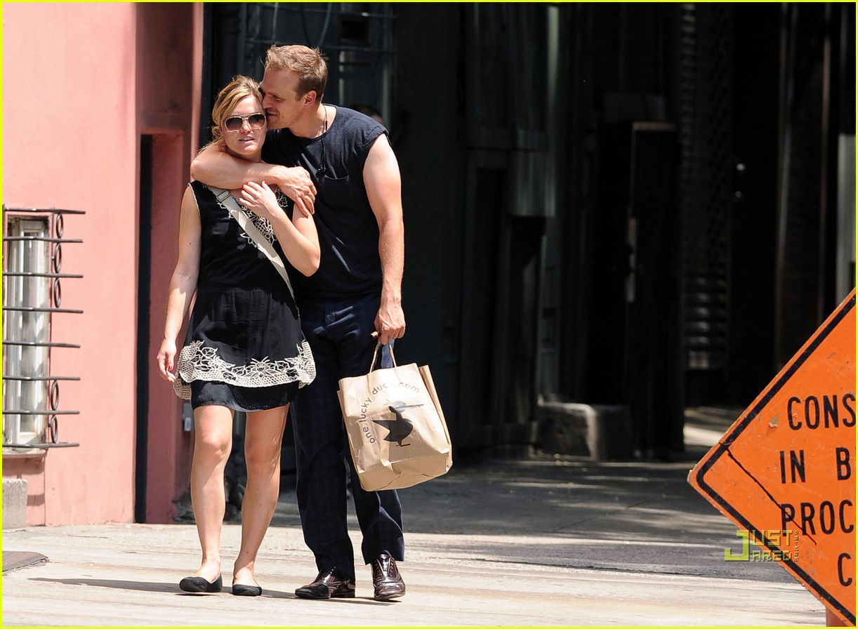 julia stiles david harbour pda 032562734