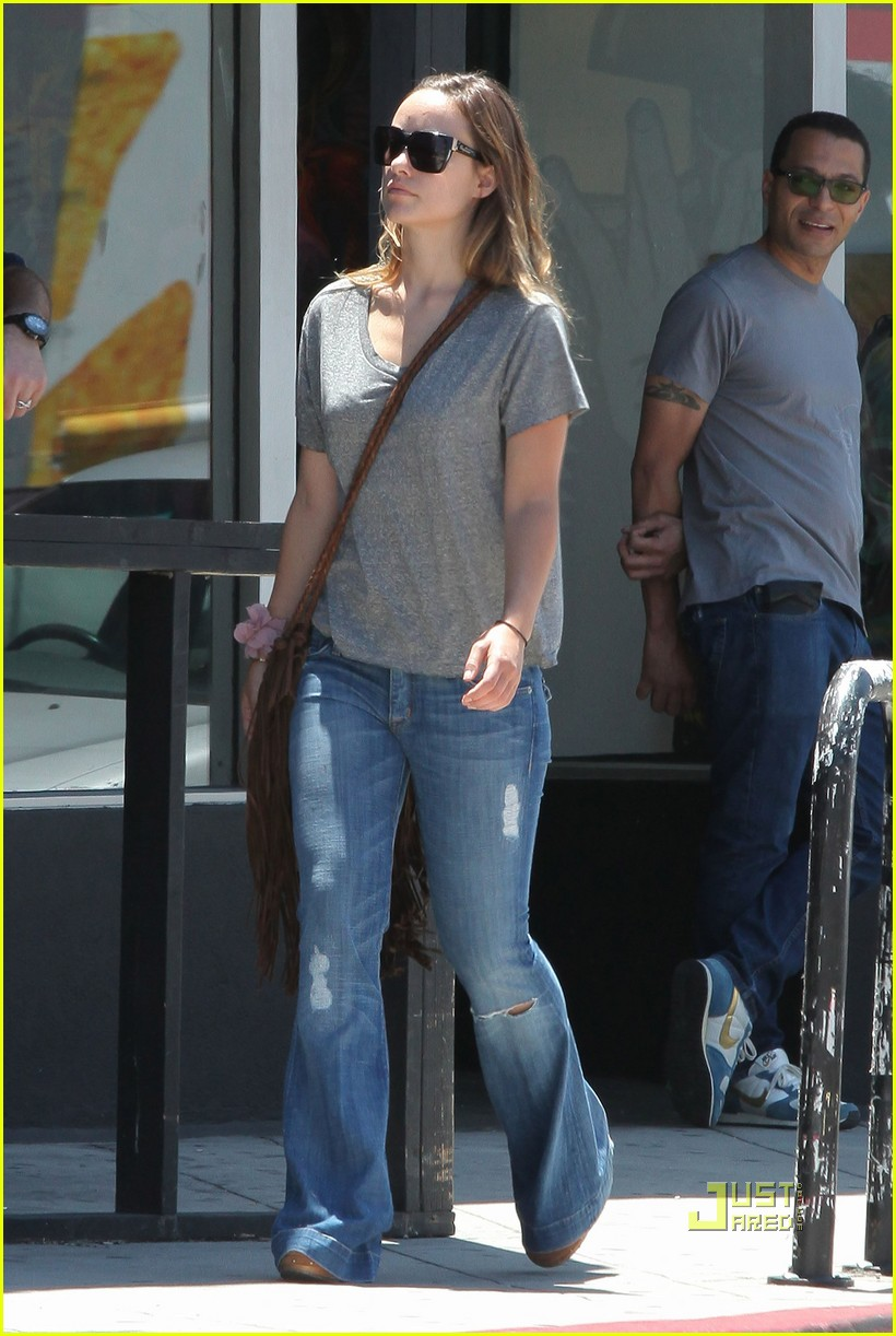 olivia wilde out friends shopping 01