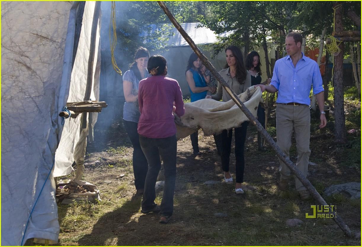 prince william kate middleton canoe 01