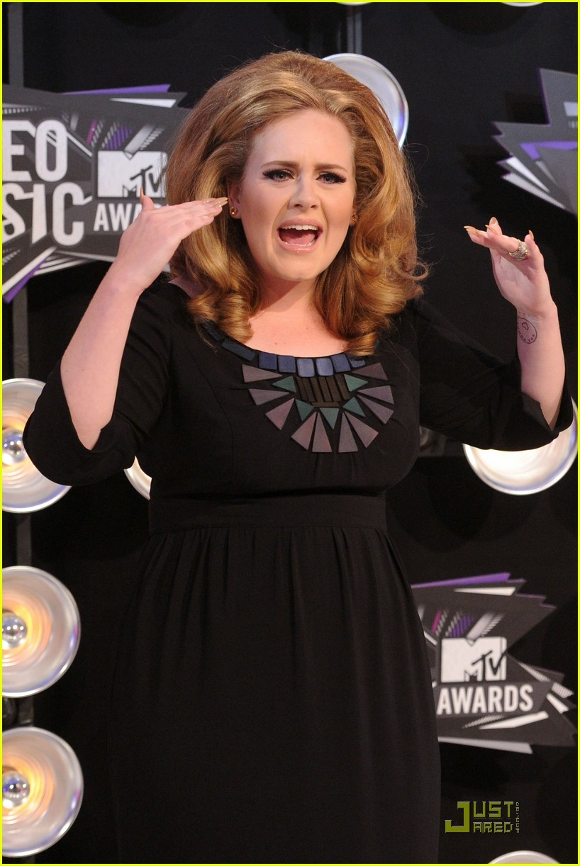adele mtv vmas 2011 red carpet 022574364