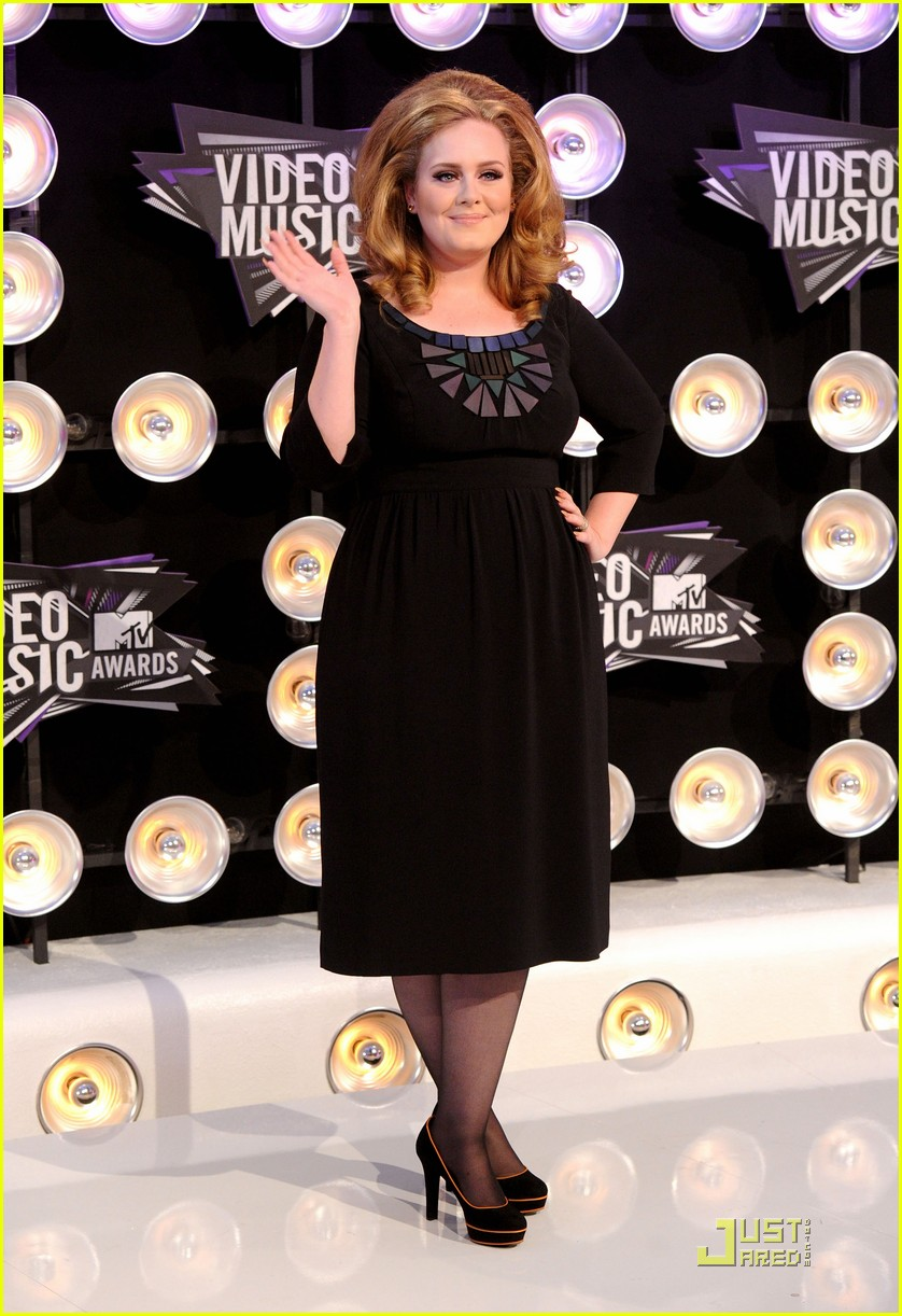 adele mtv vmas 2011 red carpet 03