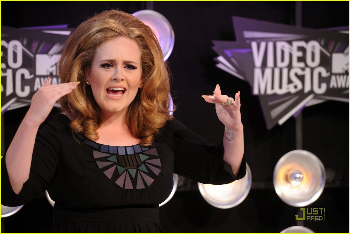 adele mtv vmas 2011 red carpet 062574368