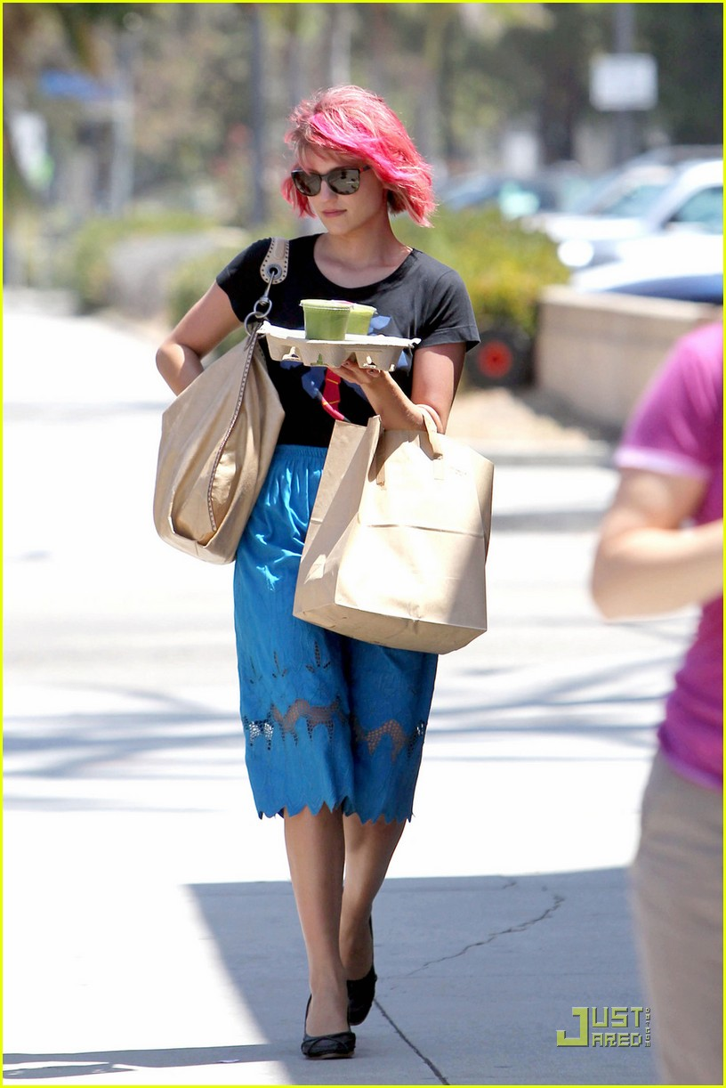 dianna agron back to pink hair 03