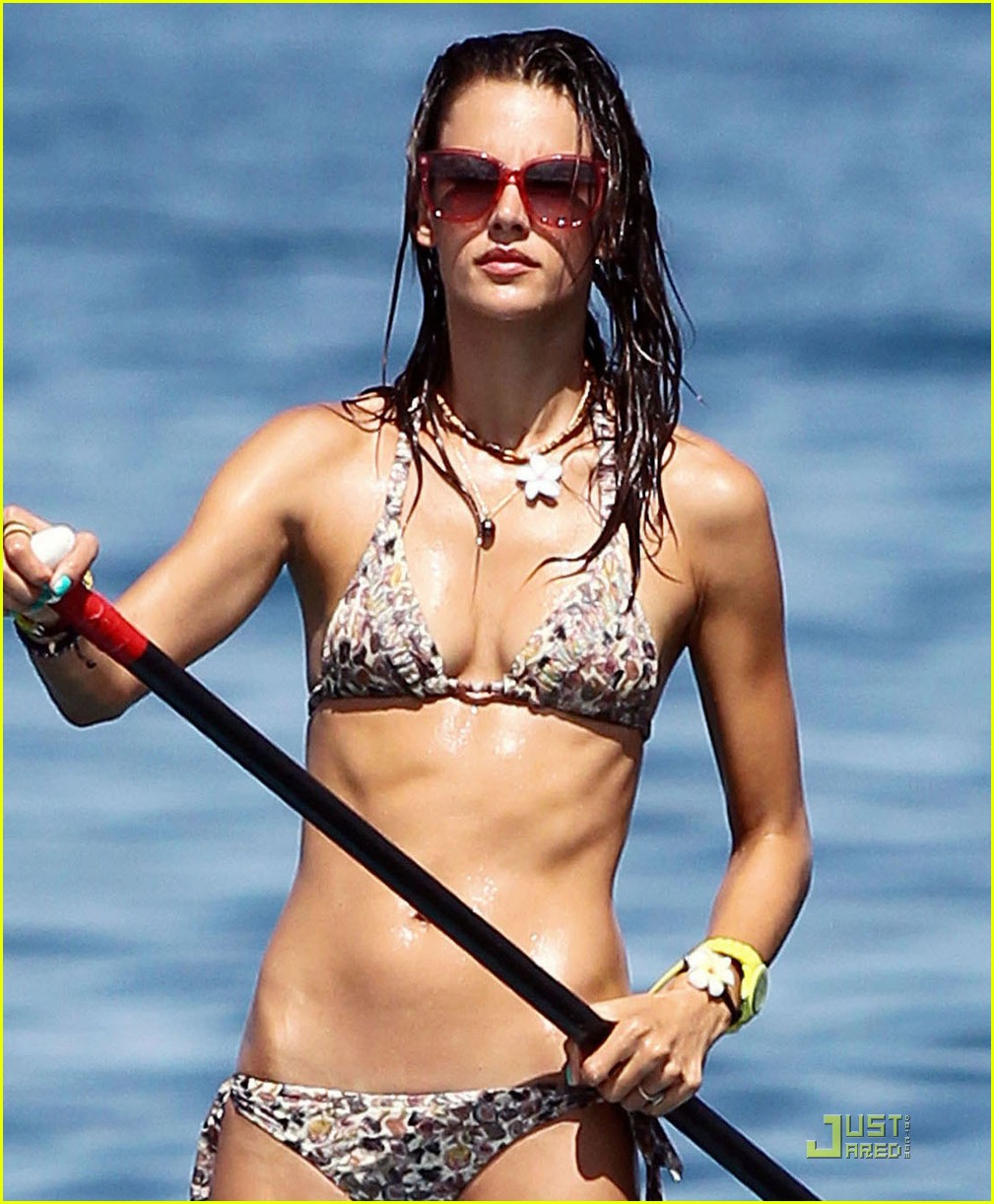 alessandra ambrosio hawaiian vacation with the family 06