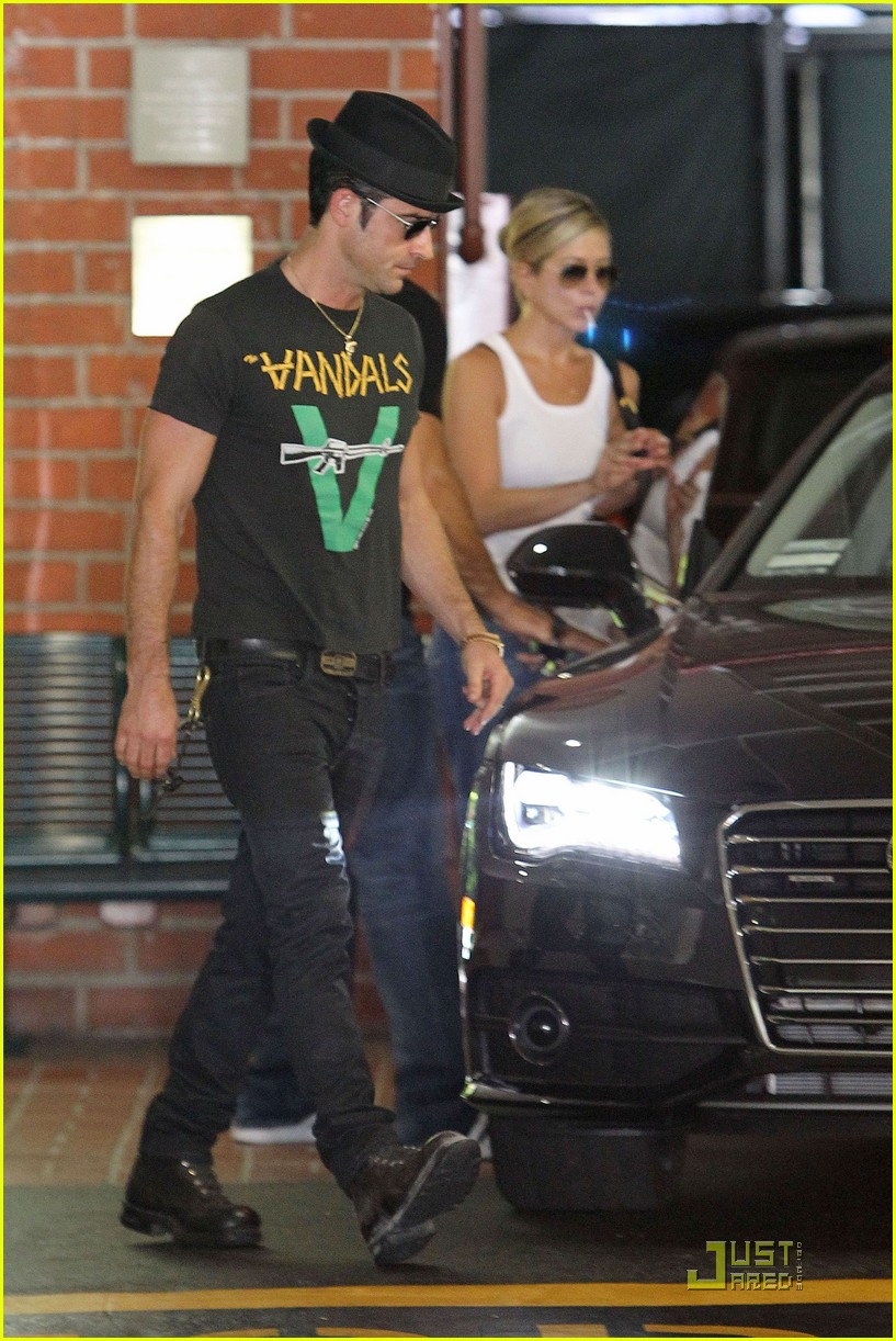 jennifer aniston doctors appointment with justin theroux 01
