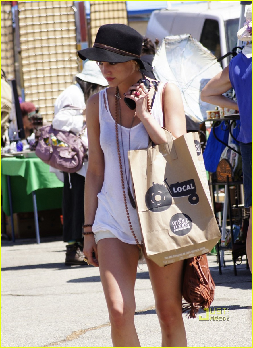 ashlee simpson flea market 03