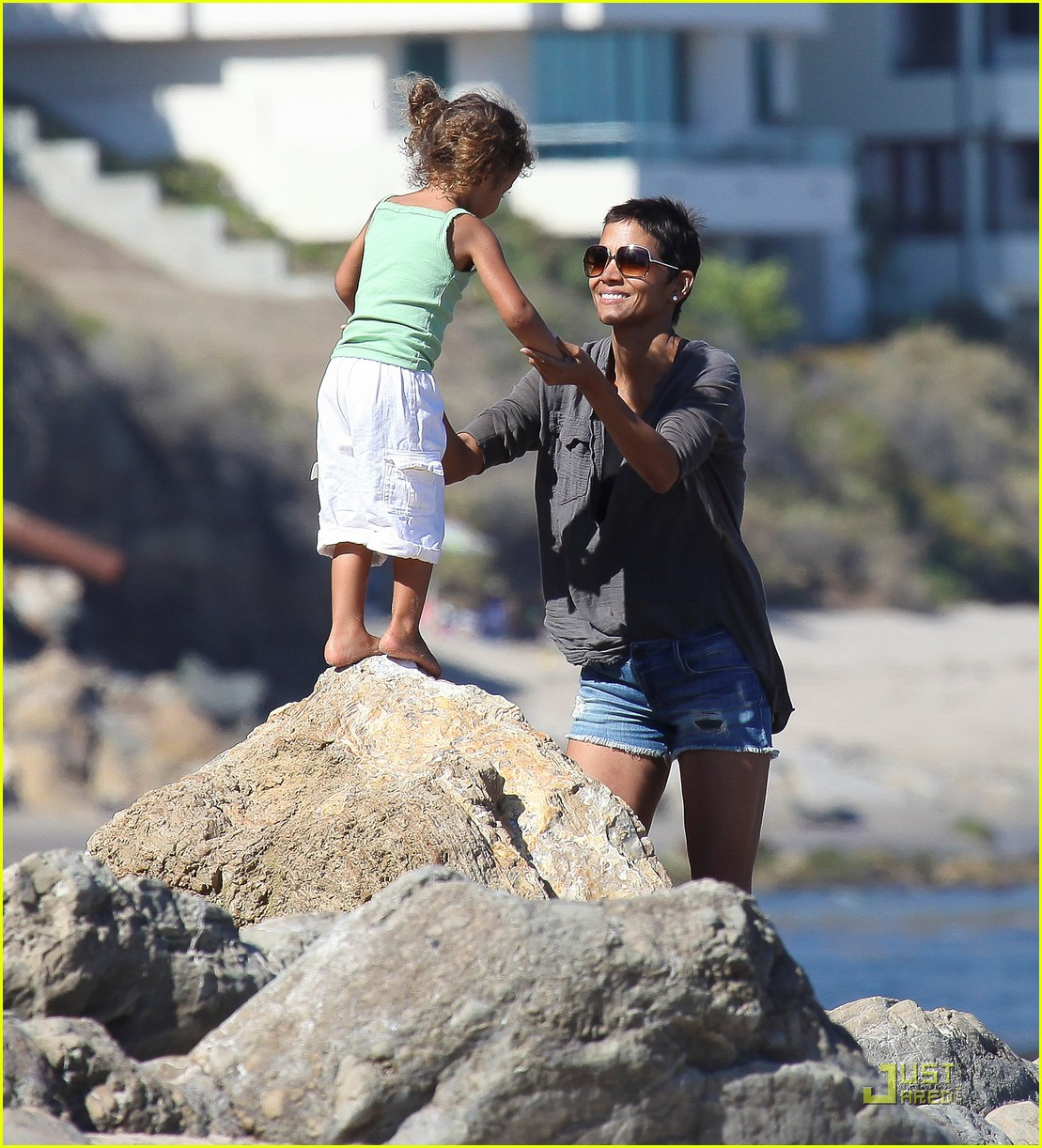 halle berry olivier martinez lunch with nahla 02