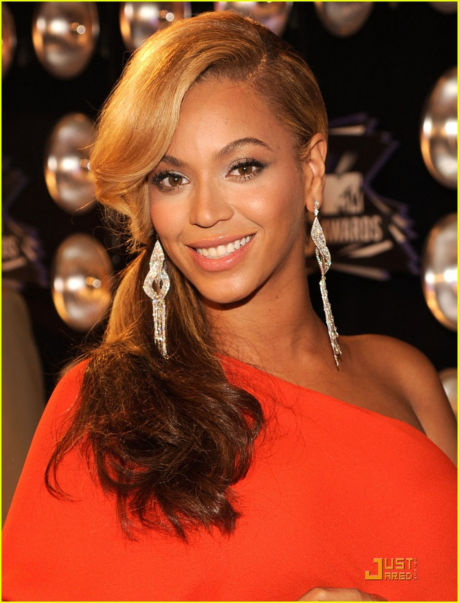beyonce pregnant vmas carpet 04
