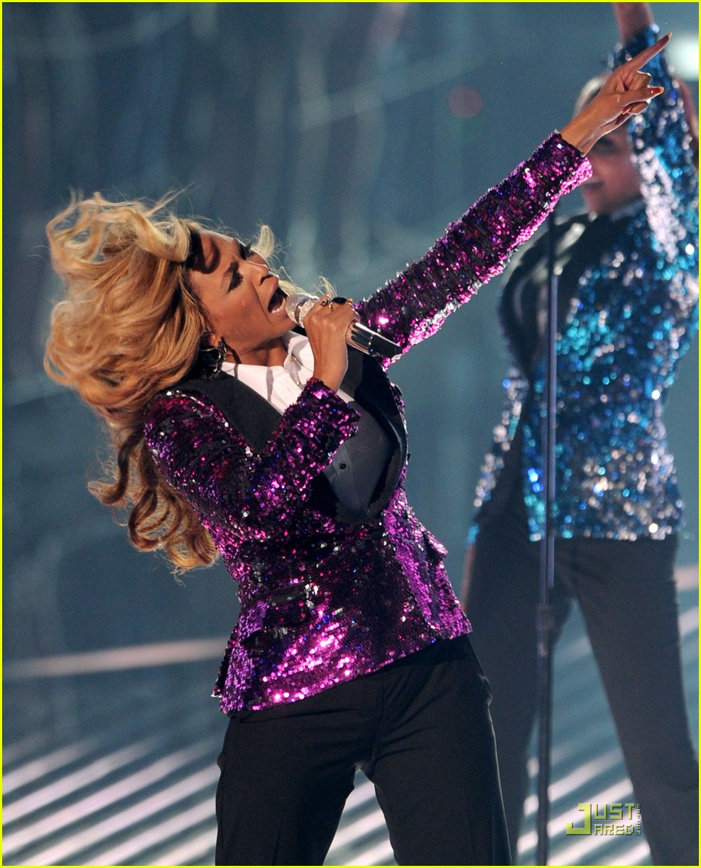 beyonce performs at vmas pregnant 02