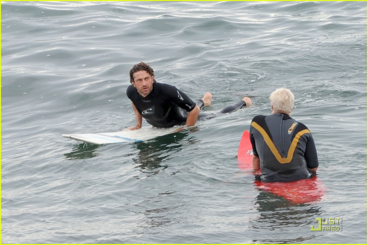 gerard butler surfing lessons shower 06