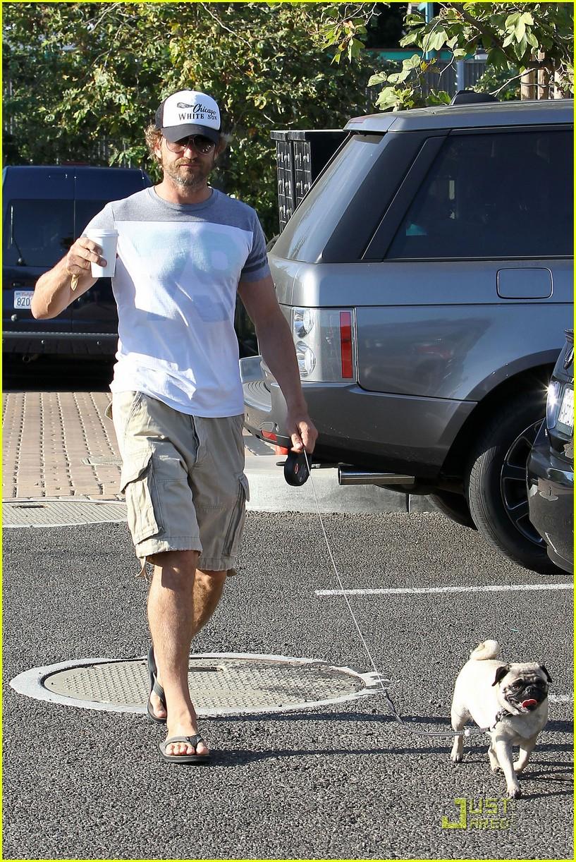 gerard butler walks pup 032574137