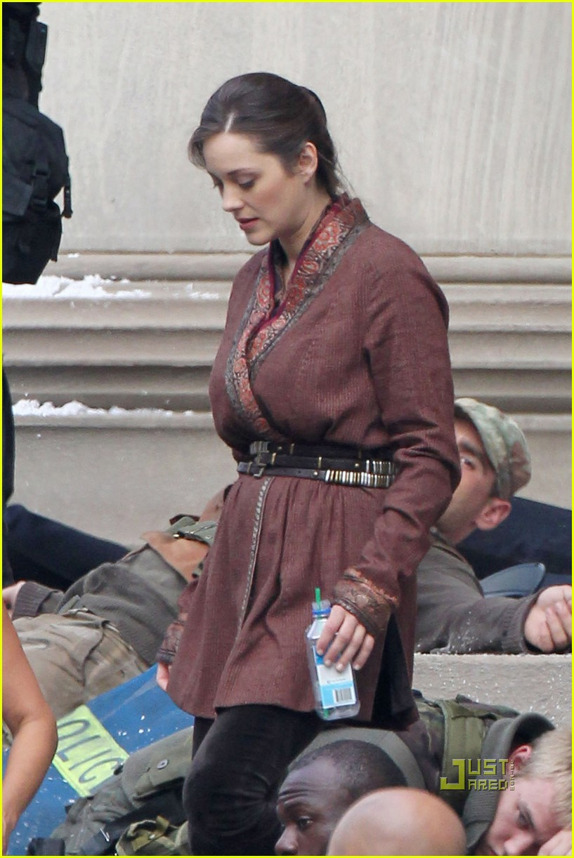 marion cotillard anne hathaway dark knight rises set 05