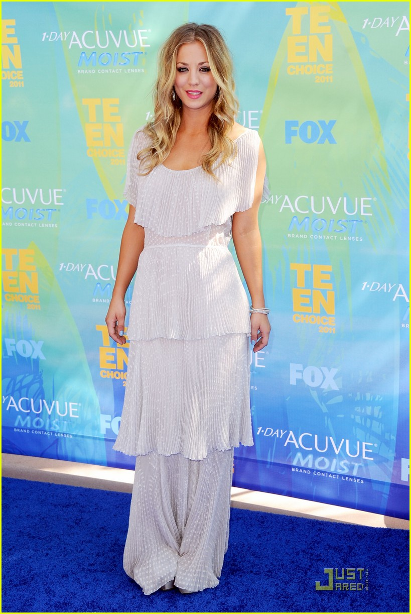 kaley cuoco teen choice awards 2011 02