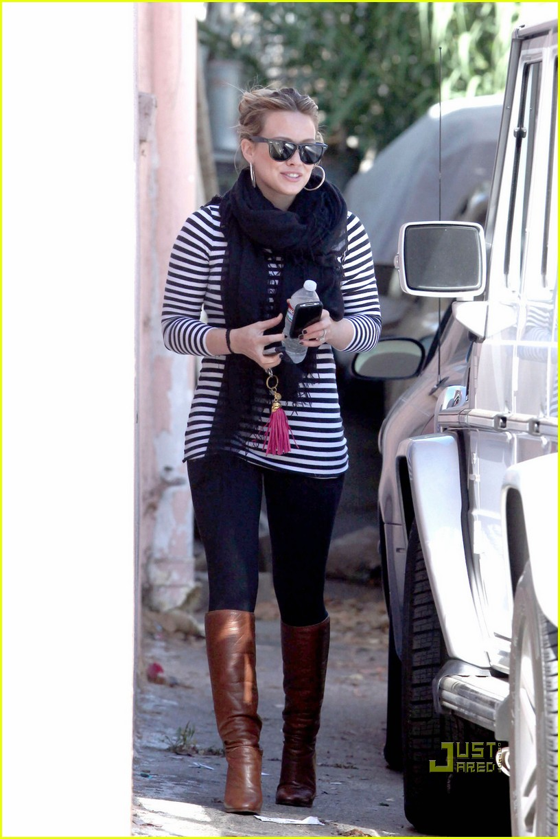 hilary duff striped shirt pilates 02