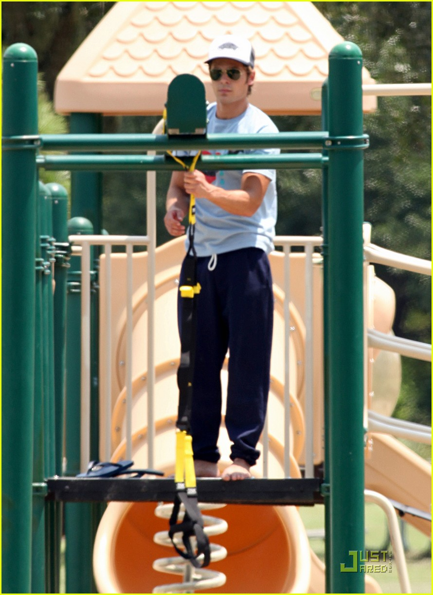 zac efron playground workout  02