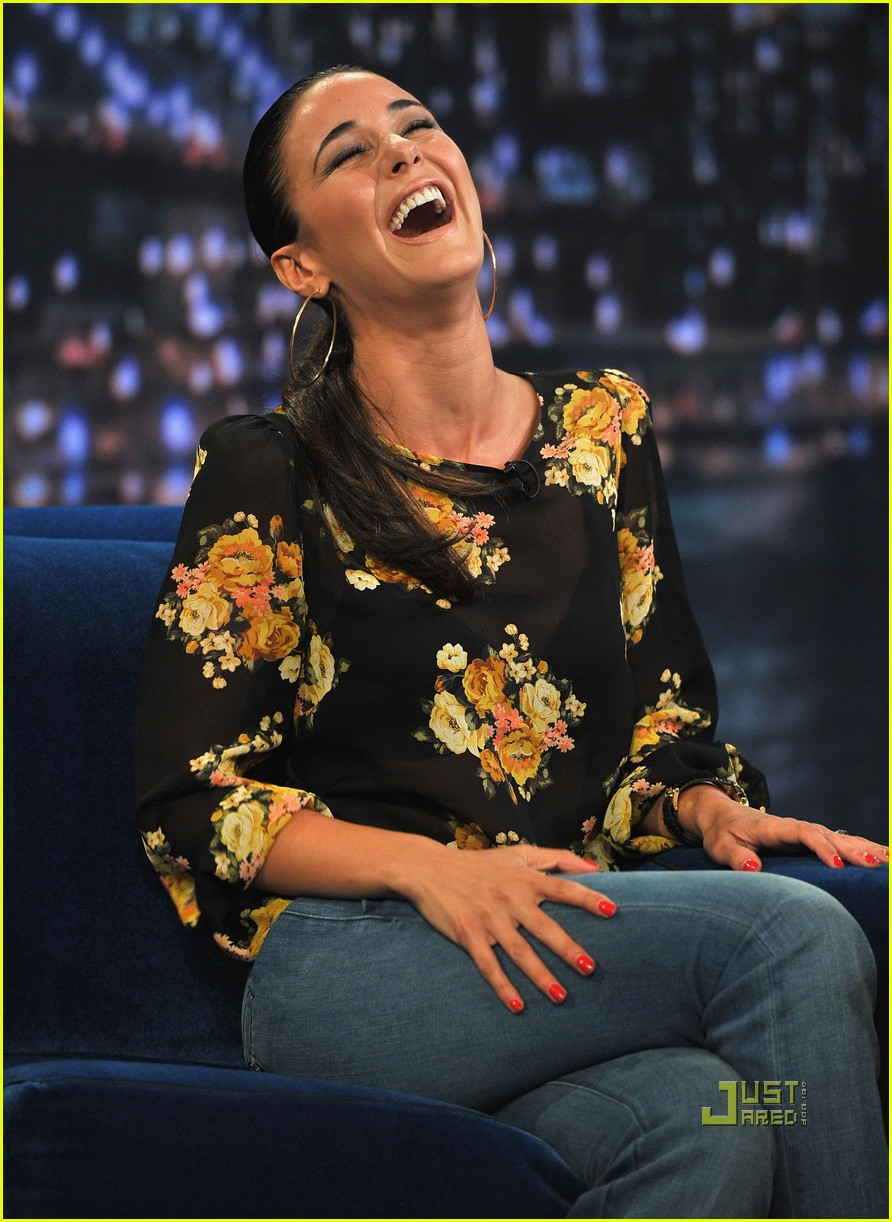 emmanuelle chriqui jimmy fallon 01