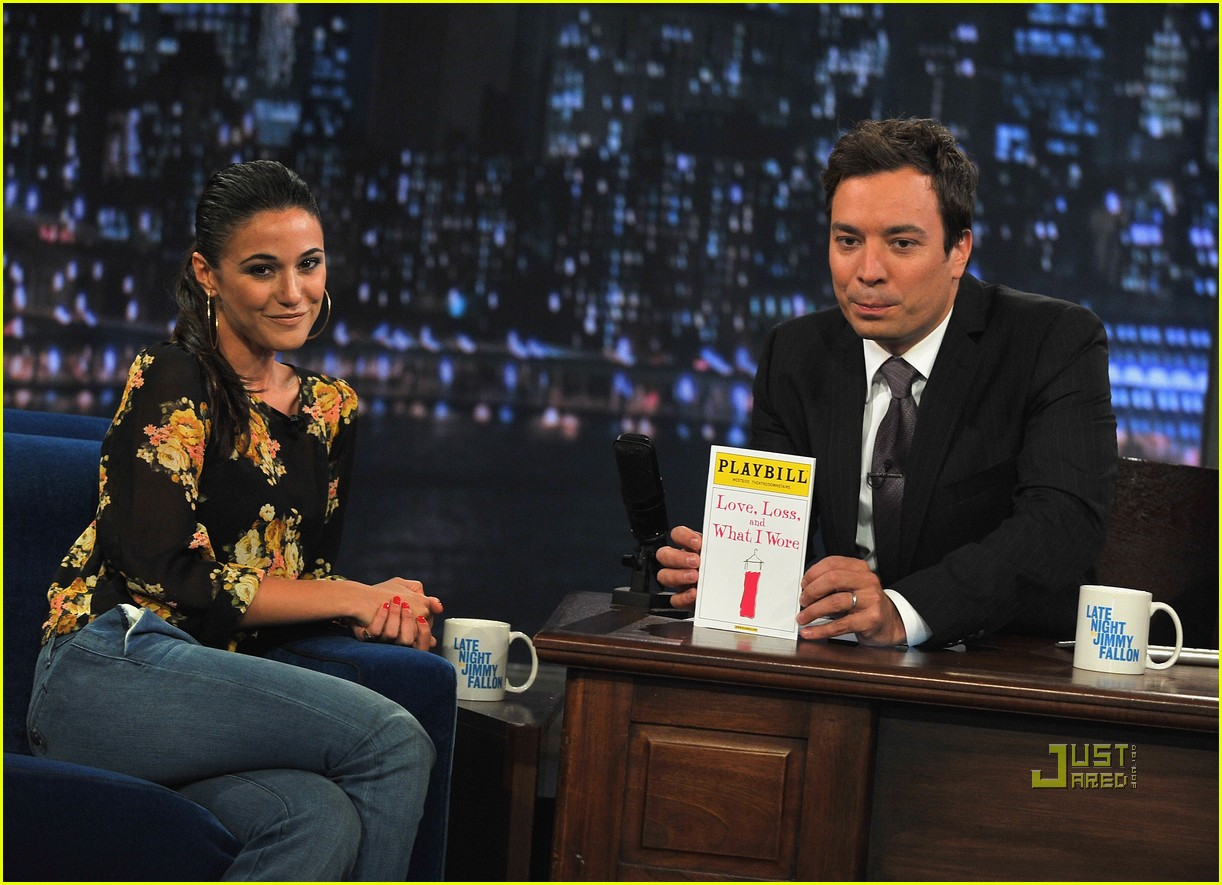emmanuelle chriqui jimmy fallon 052574888
