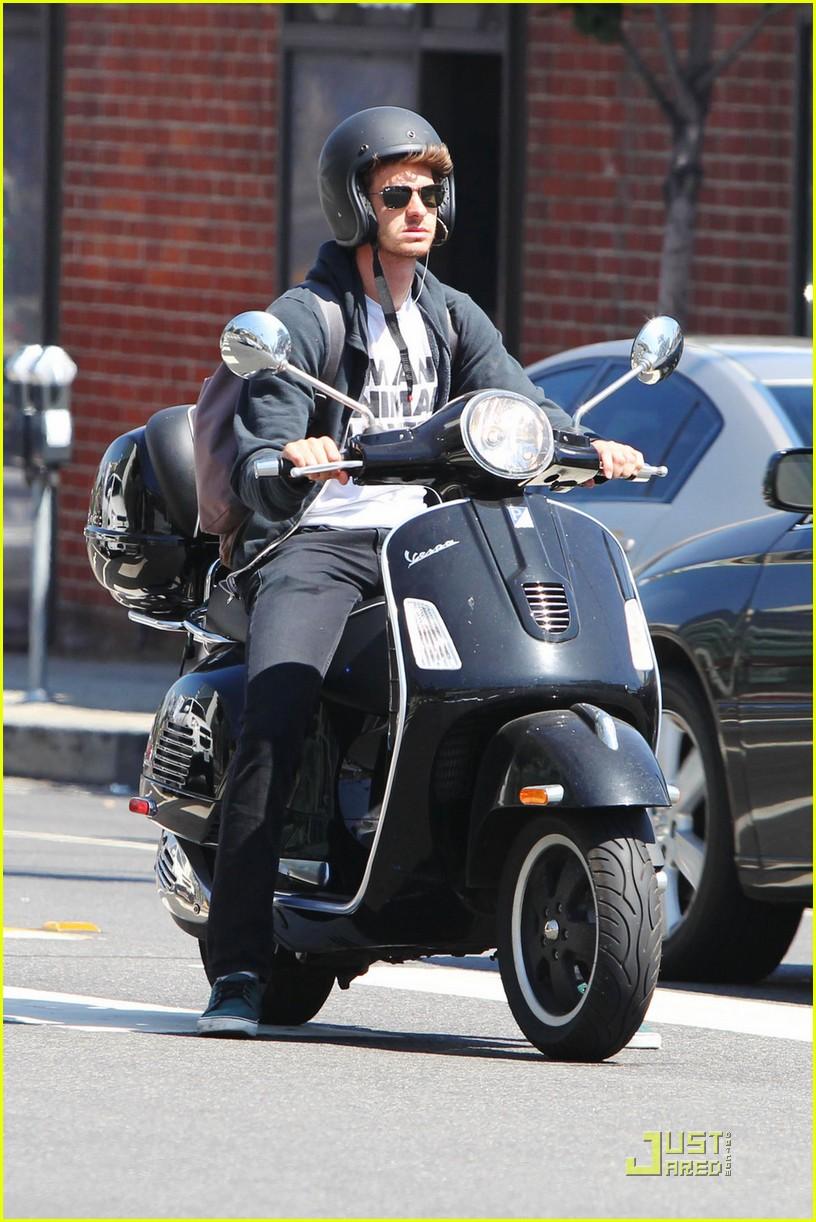 andrew garfield scooter 02