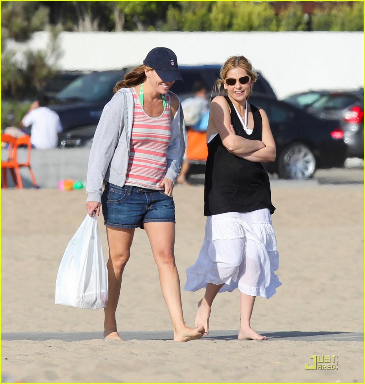 sarah michelle gellar beach charlotte 04