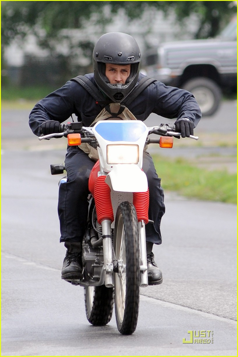 ryan gosling motorcycle pines 07
