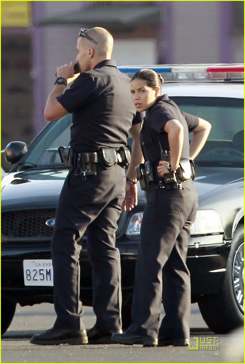 jake gyllenhaal america ferrera on set of end of watch 04