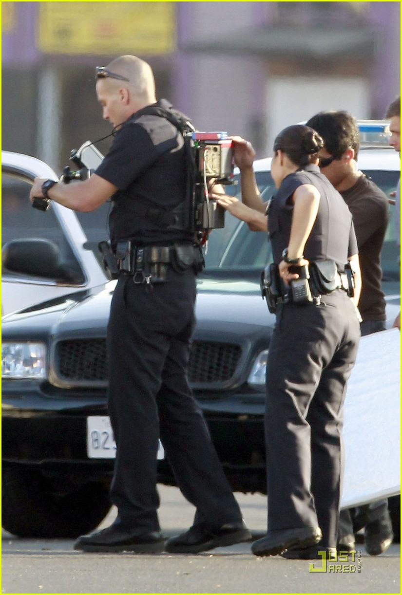 jake gyllenhaal america ferrera on set of end of watch 09