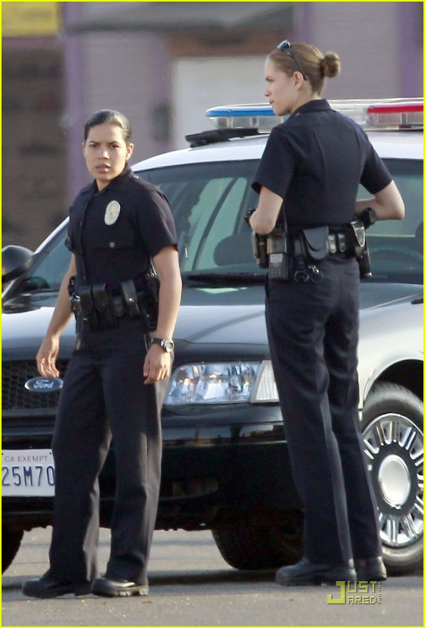 jake gyllenhaal america ferrera on set of end of watch 10