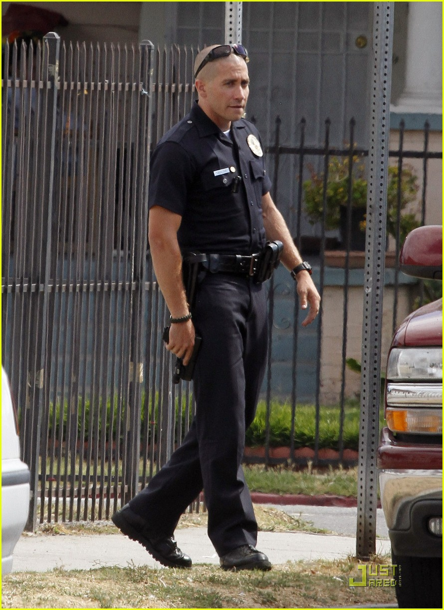 jake gyllenhaal guns out for end of watch 01