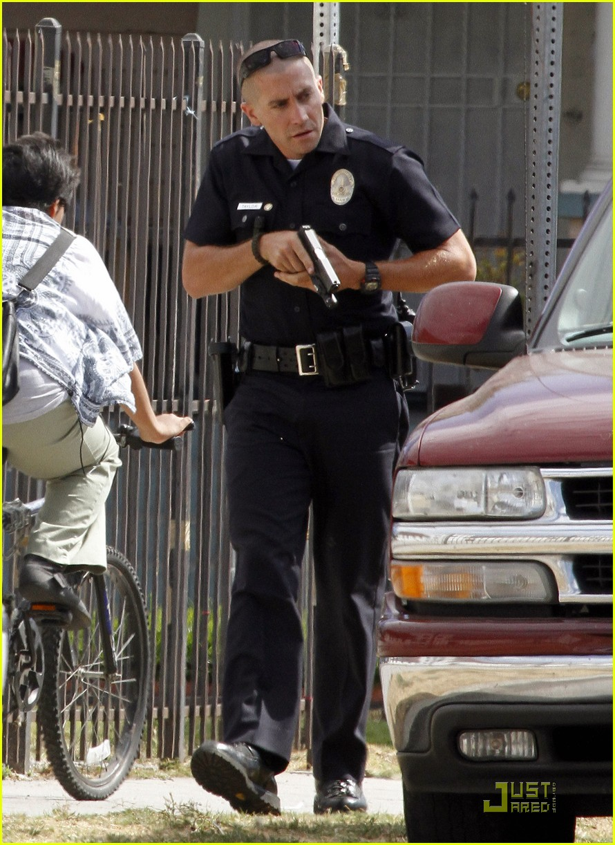 jake gyllenhaal guns out for end of watch 03