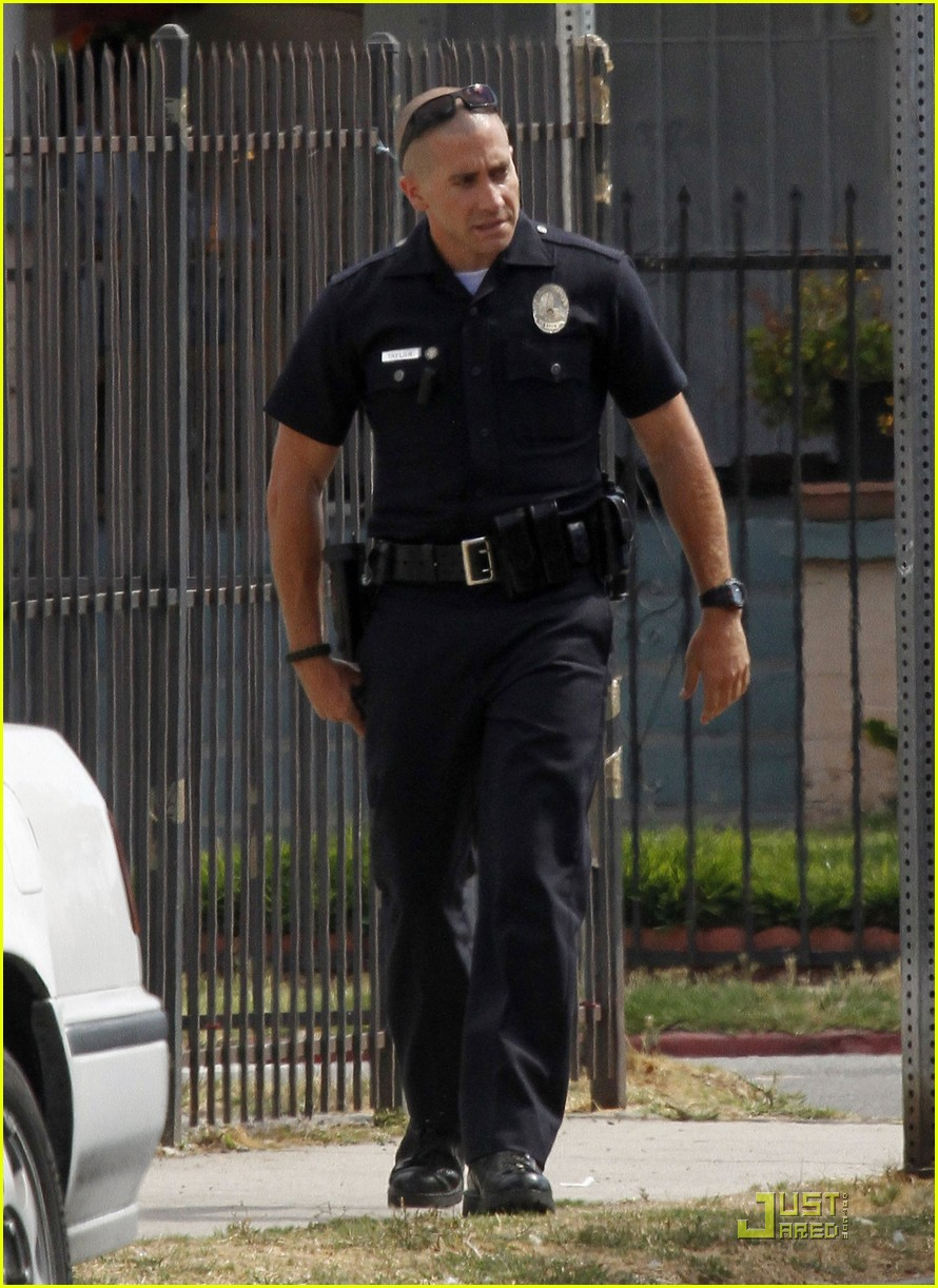 jake gyllenhaal guns out for end of watch 09
