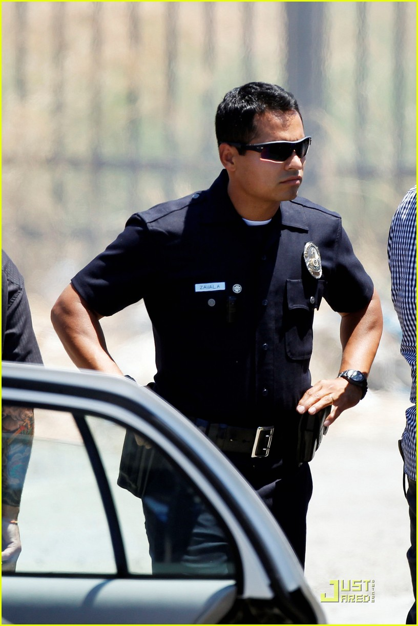 jake gyllenhaal michael pena end watch 03