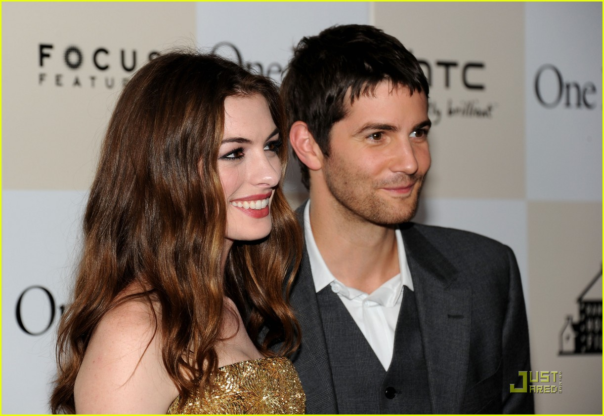 anne hathaway jim sturgess one day premiere nyc 11