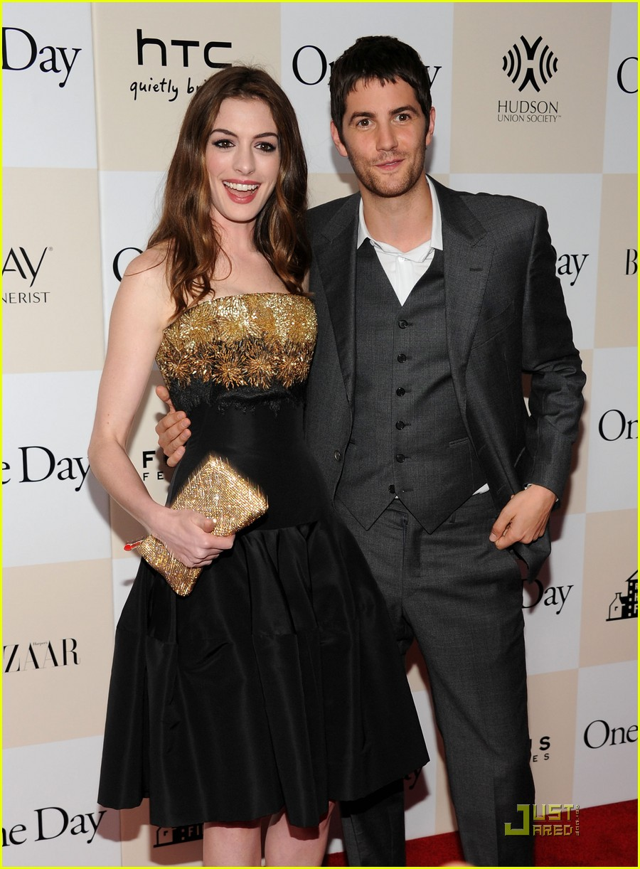 anne hathaway jim sturgess one day premiere nyc 18
