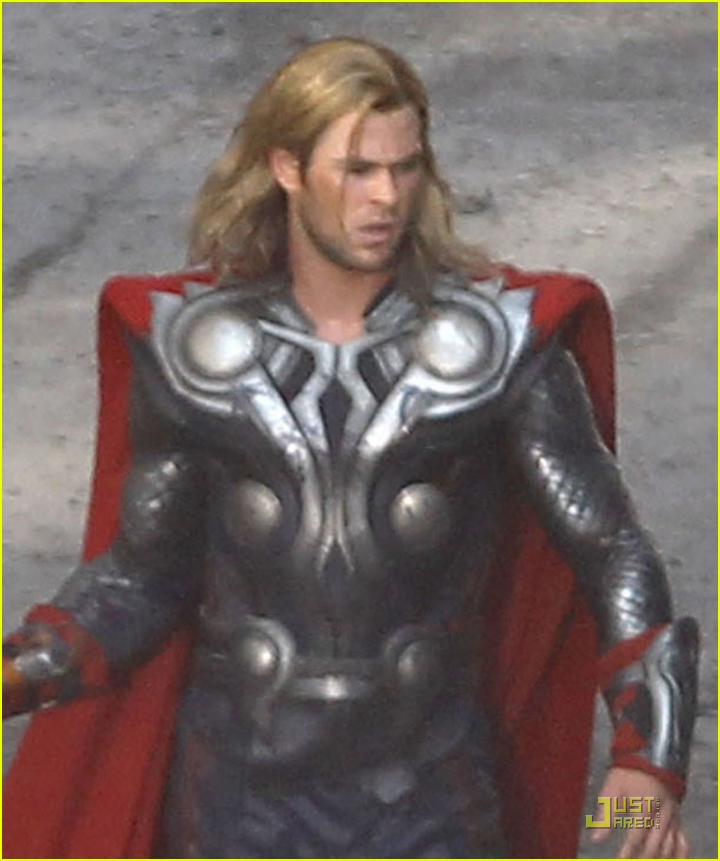 chris hemsworth chris evans avengers 012571556