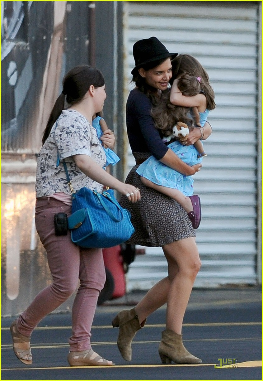 katie holmes helicopter ride with suri 03