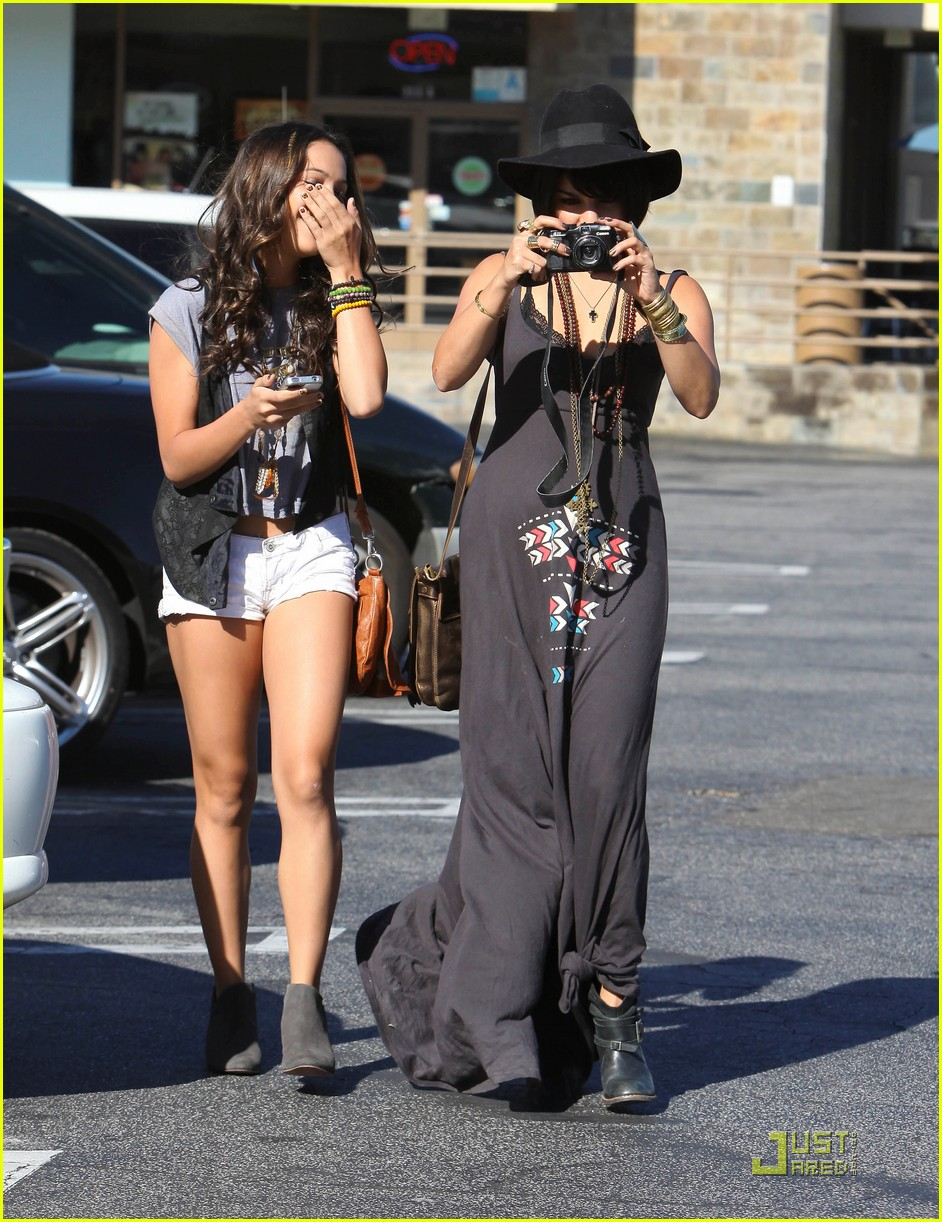 vanessa hudgens stella camera cuties 01