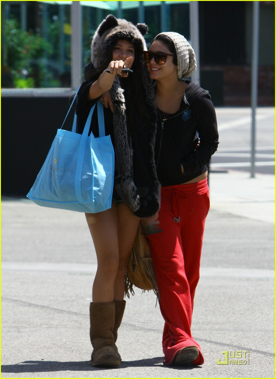 vanessa hudgens jinkys cafe with stella 162565523