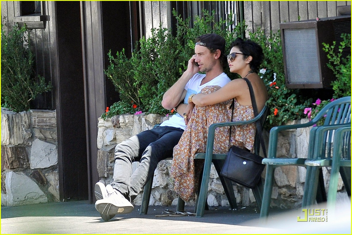 whos vanessa hudgens dating Zac efron girlfriends 2018: vanessa hudgens boyfriends 2018: who is vanessa dating now who is zac dating now amanda banas.