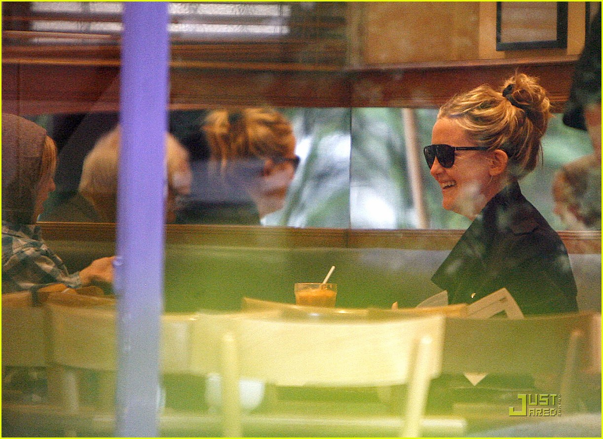 kate hudson london lunch with ryder 11