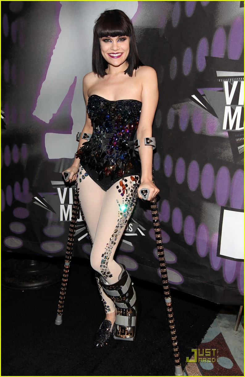 jessie j mtv vmas 2011 red carpet 05
