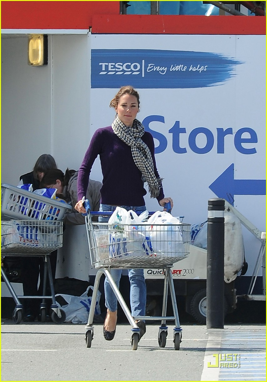 kate grocery shopping sans prince william 01