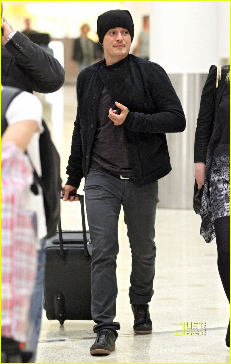 miranda kerr orlando bloom flynn melbourne airport 02