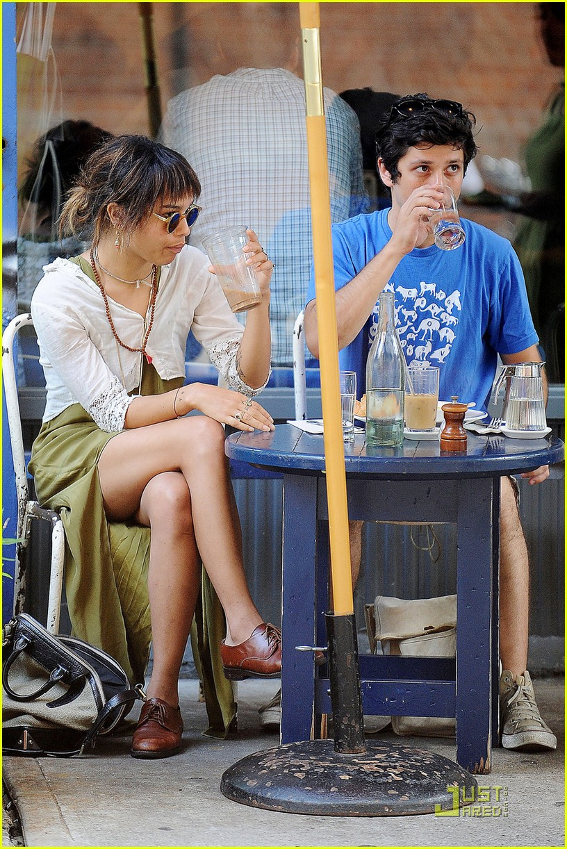 zoe kravitz lunch date with ricky ullman 01