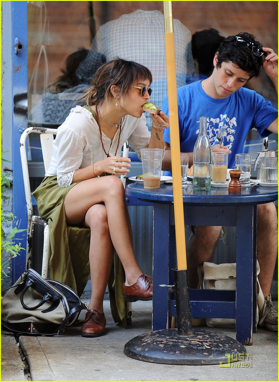 zoe kravitz lunch date with ricky ullman 08