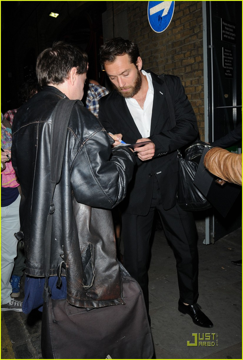 jude law autographs london 01
